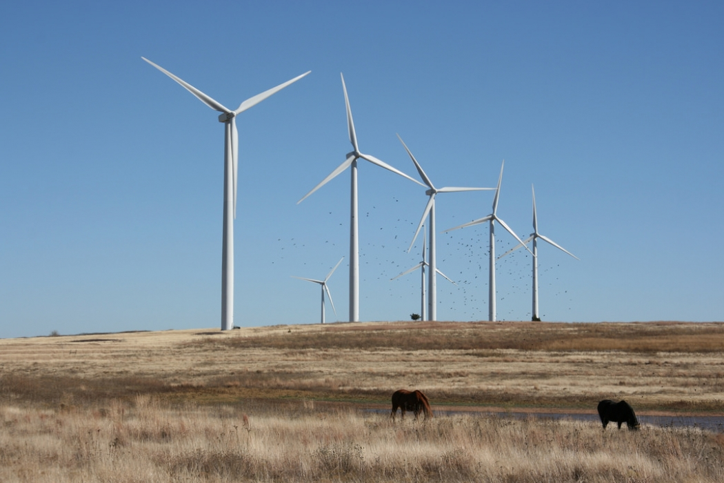 the largest wind farm in the u s is growing in oklahoma it s a