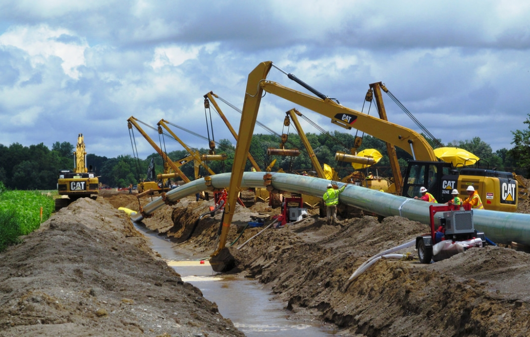 Natural Gas Pipeline Installation : White house upgrade grid to withstand climate change