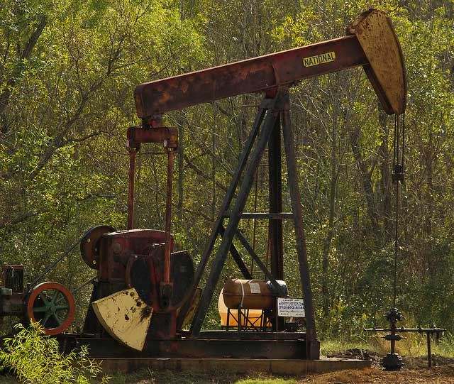Fracking In Spotlight in Texas as Ample Oil, No Water