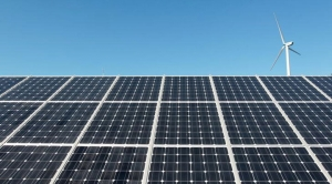 Wind Power Enjoys Rebirth as Solar's Obstacles Mount